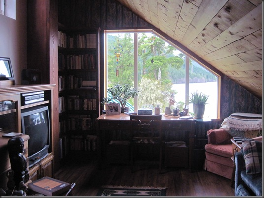 Middle loft of the cabin