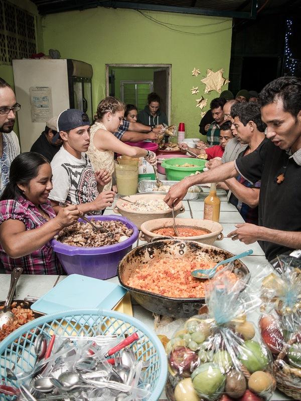 9203213_orig Hermaos en el Camino migrant shelter
