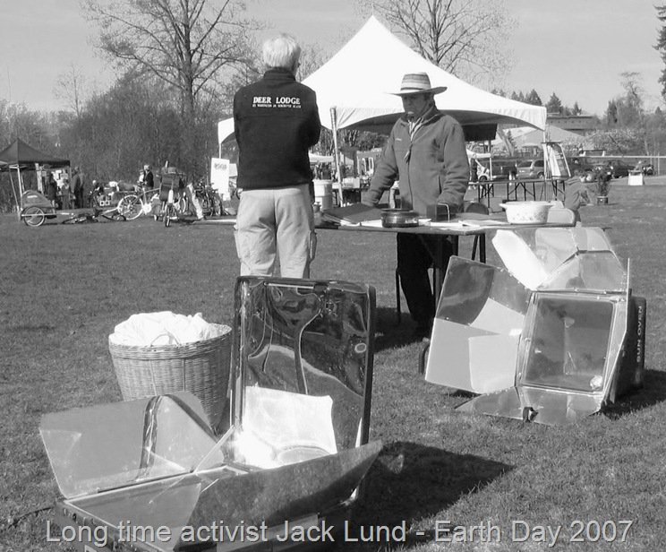 Jack Lund of Kyoto Twist Solar Cooking Society at earth day event - bruce witzel photo (b&w)