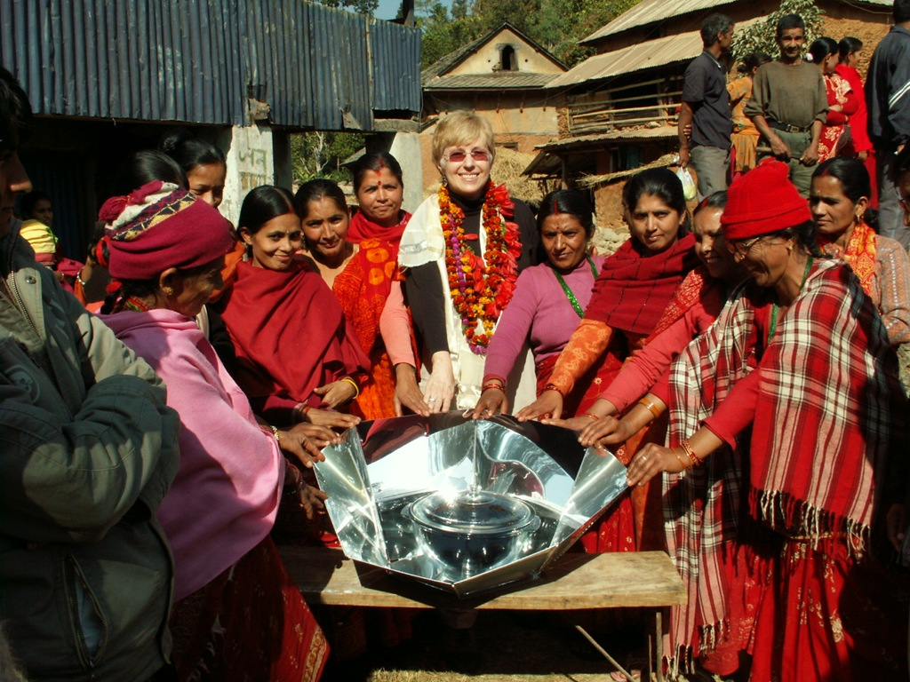 Solar_cooking_in_Nepal - photo courtesy of  Solar Cookers International