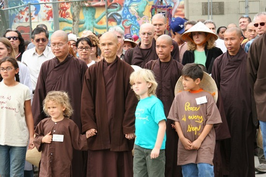 thich-nhat-hanh-peacemarch