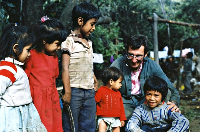 bruce-with-youngsters-in-malinalco-mexico-circa-1991-witzel-photo-slide