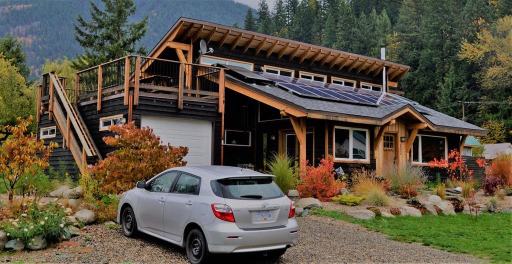 Decathalon Solar Home, New Denver BC - Bruce Witzel photo (3)