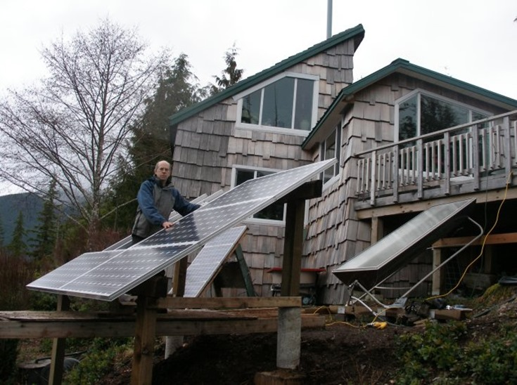 Peter Talbot of Home Power, installing solar array - bruce witzel photo