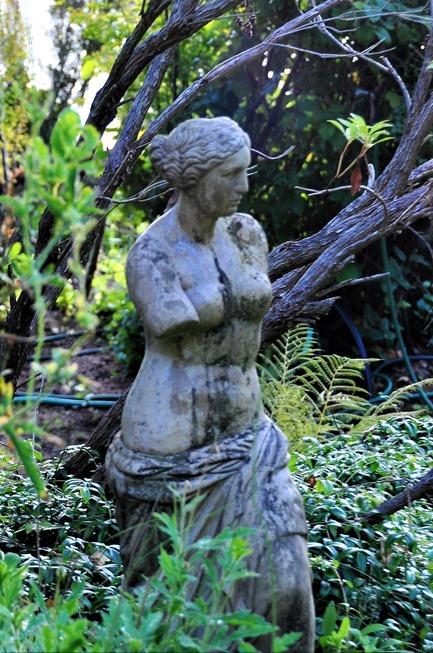 Venus de Millo (3) statue in Bruce & Fran's garden Sept 24-2018