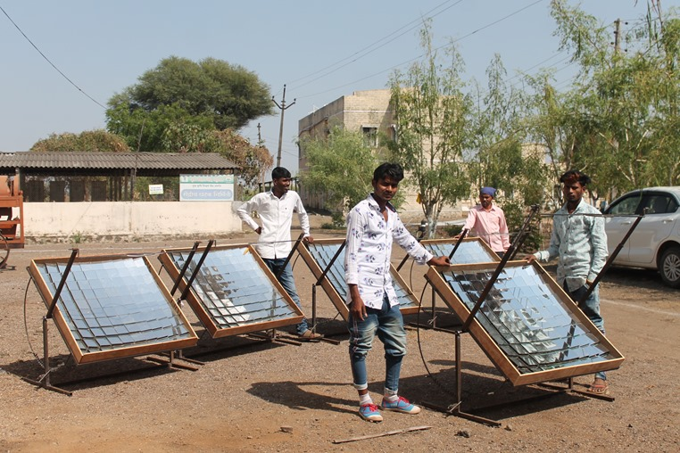 IMG_3086 solar cookers in India