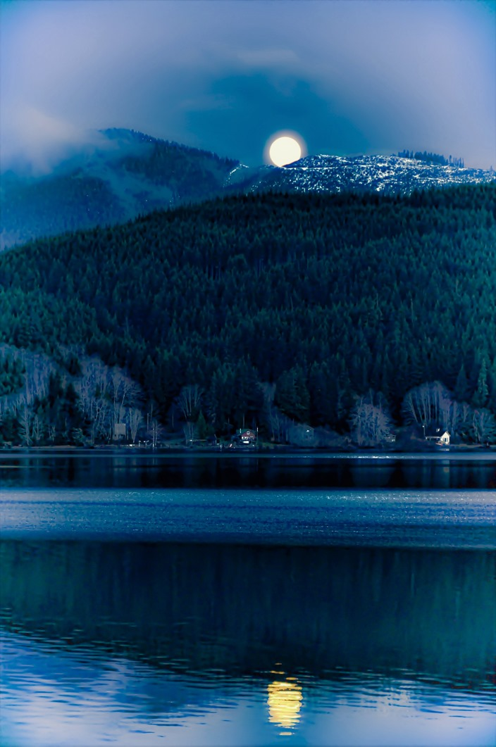 Pink moon dips behind mountains  at Victoria Lake (best) 2020-04-07 bruce witzel photo